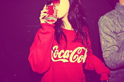 Девушка из coca фото