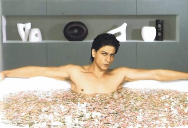 shah-rukh-khan-in-bath-tub